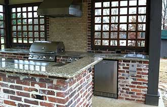 Outdoor Kitchen Design - Madison, MS